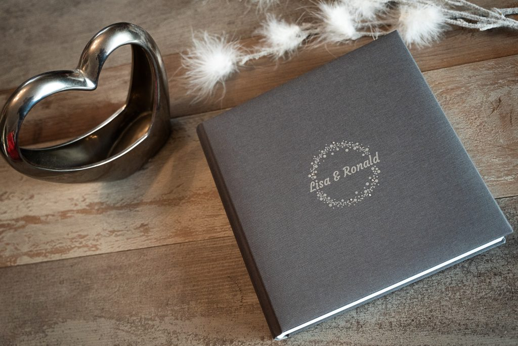 Hochzeitsbuch, ein Bildband gehört zu jeder Hochzeit dazu, Heiraten Lübeck, Hochzeitsfotograf, studioamkanal.de,