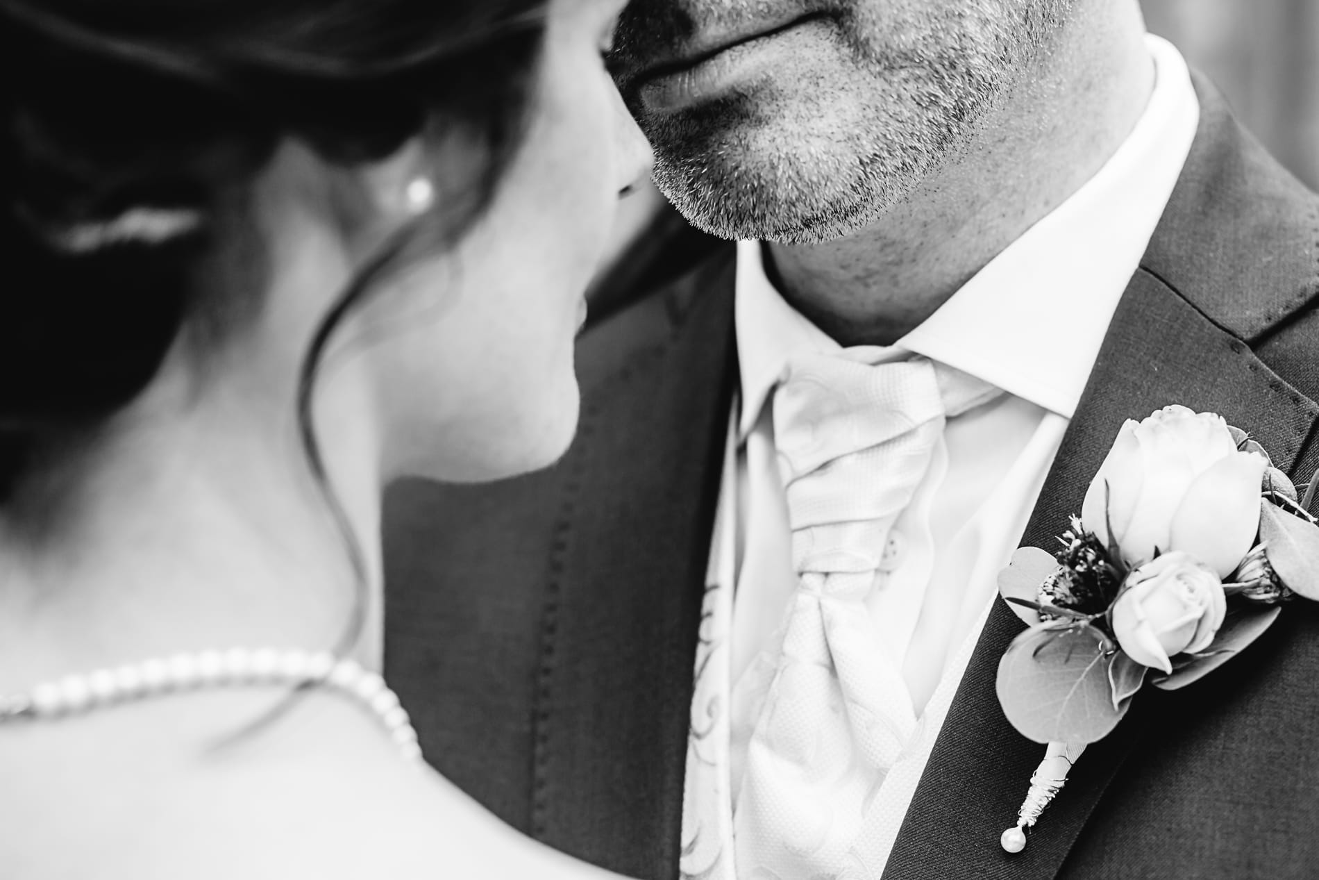 Karoline und Thomas, Hochzeitsfotograf Berkenthin bei Lübeck, emotionale Hochzeitsreportagen in Schleswig-Holstein bis Paris